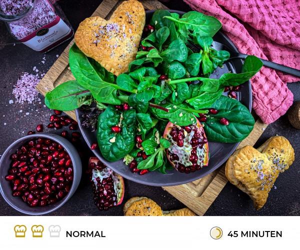 Bl-tterteig-Herzen-mit-Blattsalat